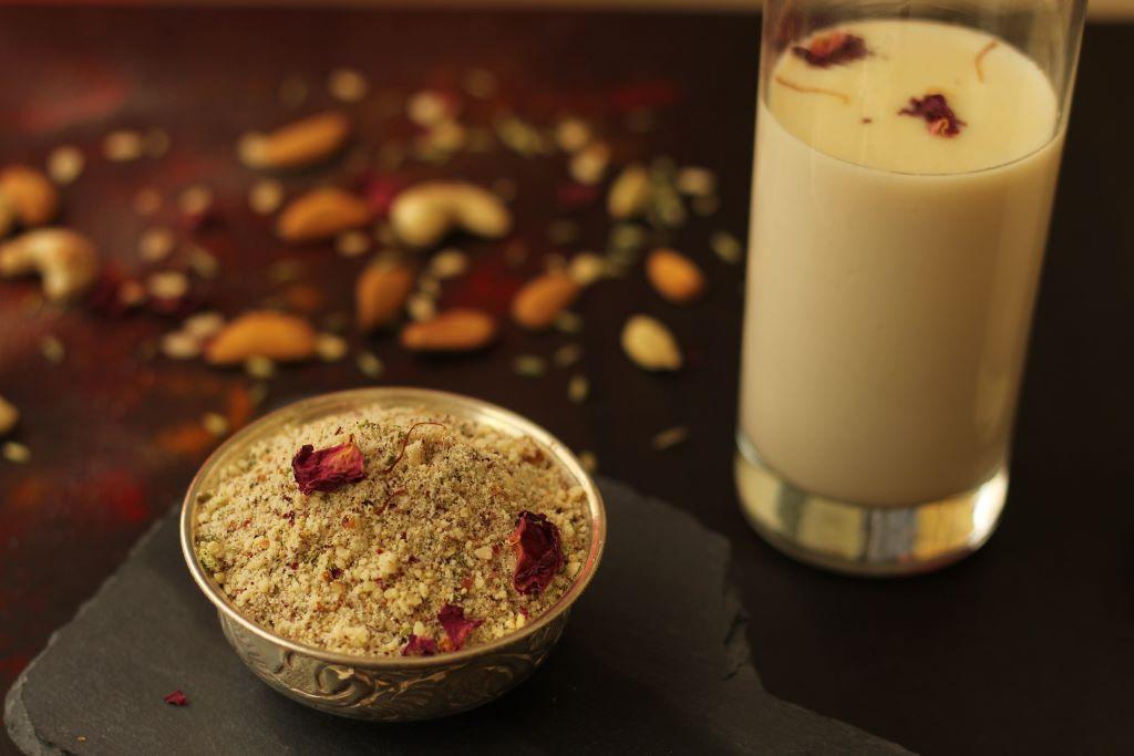 Thandai Recipe | Holi Special Thandai Recipe | Thandai Powder Recipe