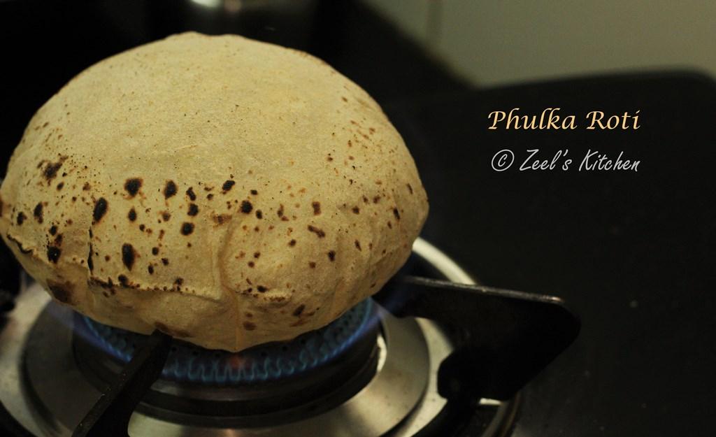 Phulka Roti | Chapati Recipe | Indian Puffed Flat Bread Recipe