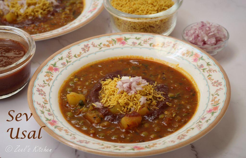 Sev Usal Recipe | Famous Gujarati Street Food Sev Usal Recipe | Dried Green Peas Curry Recipe
