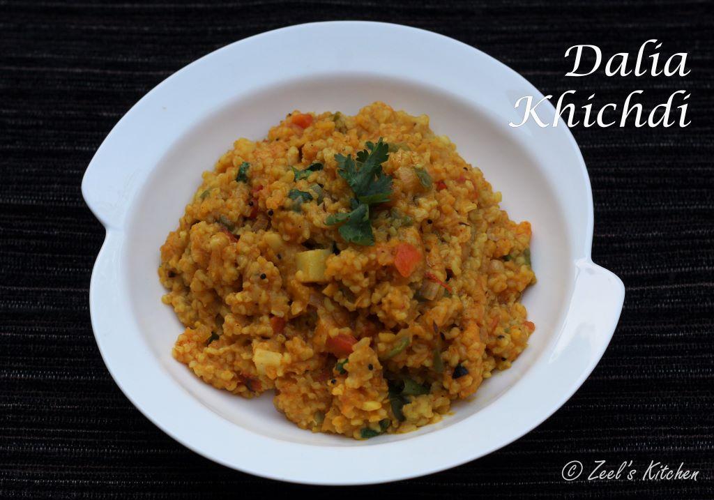 Dalia Khichdi | Dalia Moong Dal Khichdi | Broken Wheat Khichdi Recipe